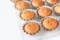 Een paar muffins in de bakselschotel Royalty-vrije Stock Fotografie