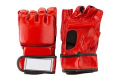 Een paar rode leerhandschoenen voor karate, fingerless, op een witte achtergrond royalty-vrije stock foto's