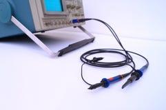 Een paar sondes verbond met een oscilloscoop. Royalty-vrije Stock Foto