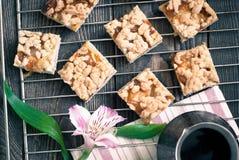 Een paar stukken van pastei en koffiepot Royalty-vrije Stock Foto's