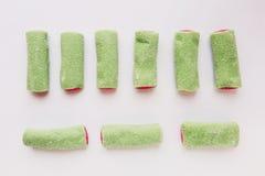 Een paar stukken van roze en groene gelei ligt Royalty-vrije Stock Foto