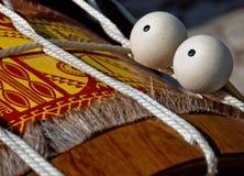 Een paar van trommelstok op houten trommel Stock Afbeelding