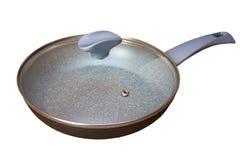 Een pan op een witte achtergrond, grijze pan met een deksel op een witte achtergrond stock afbeelding