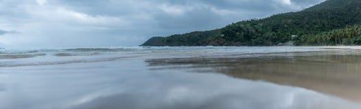 Een panorama van een strand in Filippijnen Stock Foto