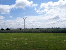 Een panorama van verscheidene windgenerators Royalty-vrije Stock Afbeeldingen