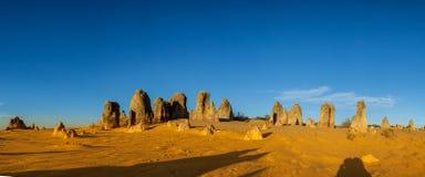Een panoramisch beeld van de Toppen van het Nationale park van Nambung dichtbij Stock Foto's