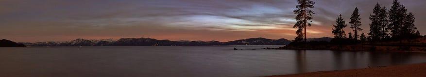 Een panoramisch beeld van Meer Tahoe bij nacht royalty-vrije stock afbeeldingen