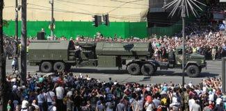 Een parade van militaire hardware in Kiev in de Oekraïne 2018 stock foto