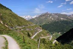 Een pasweg in de Alpen Royalty-vrije Stock Afbeeldingen