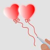 Een pen die twee rode hart gevormde ballons trekken Stock Afbeeldingen