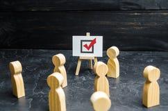 Een persoon ageert mensen en werknemers om in een verkiezing of een referendum te stemmen Politiek ras, probleem het oplossen, pr stock fotografie