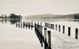 Een pier op Coniston-Water stock fotografie