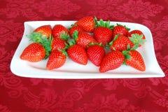 Een plaat met aardbeien Royalty-vrije Stock Foto
