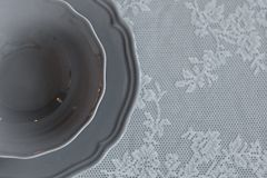 Een plaat op de lijst De decoratie van de lijst Het servet op de plaat Dien het plaatsen in Stock Foto