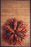 Een plaat van gekookte rivierkreeften stock foto's