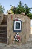 Een plaque gewijd aan de onderwaterkruiser Stock Foto's
