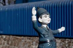 Een plastic politieagent bij een markt Stock Fotografie