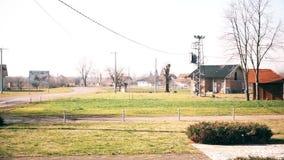 Een plattelandshuisje in het dorp stock footage