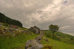Een plattelandshuisjeruïne Stock Afbeeldingen