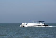 De boot van het ponton Stock Foto's