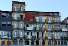 Een populaire voorgevel in Porto stock afbeelding