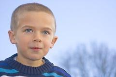 Een portret van een jonge jongen royalty-vrije stock foto's