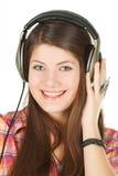 Een portret van glimlachend meisje is in hoofdtelefoons Royalty-vrije Stock Foto's