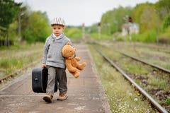 Een portret van weinig jongen stock foto's