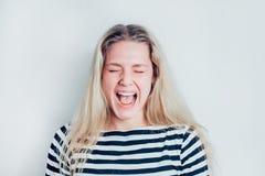 Een portret van zeer gefrustreerde en boze vrouw royalty-vrije stock foto's