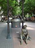 Een postdaling in Bratislava, Slowakije toont functioneel ook kan mooi zijn royalty-vrije stock fotografie