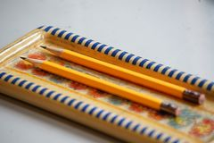 Een potloodgeval en een potlood stock foto
