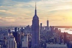 Een prachtig luchtpanorama van Manhattan met zonsondergang stock foto's