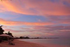 Een prachtige zonsopgang in een strand in de Caraïben, Long Island, de Bahamas stock foto's
