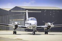 Een privé vliegtuig op land royalty-vrije stock fotografie