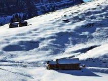 Een recente de herfst en de winteratmosfeer op weilanden en landbouwbedrijven in de berg gaat Schwagalp-gebied over royalty-vrije stock fotografie