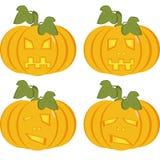 Een reeks geïsoleerde pictogrammen van gele pompoenen met gesneden gezichten Stock Fotografie