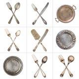 Een reeks gekruiste uitstekende lepels, vorken, messen en zilveren oude platen Geïsoleerd op wit Tac van de tic Teen stock afbeelding
