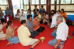 Een reeks initiatieriten die zijn veranderd in de nieuwe man bij de tempel Thailand Stock Fotografie