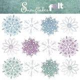 Een reeks kleurrijke die sneeuwvlokken van gevoeld wordt gemaakt Geïsoleerdj op witte achtergrond royalty-vrije stock foto