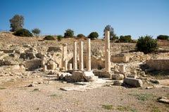 Een reeks kolommen in oude de stads archeologische plaats van Amathus in Limassol stock afbeelding