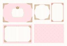 Een reeks leuke roze malplaatjes voor uitnodigingen Uitstekend gouden kader met kroon Een kleine prinsespartij stock illustratie