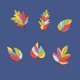 Een reeks multi-colored bladeren op een blauwe achtergrond Stock Afbeelding
