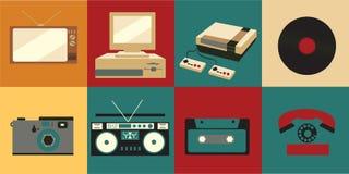 Een reeks pictogrammen van oude uitstekende retro elektronika, een kinescope TV, een cassettebandrecorder van de jaren '70, de ja vector illustratie