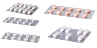 Een reeks pillen op witte achtergrond wordt geïsoleerd die Royalty-vrije Stock Afbeeldingen