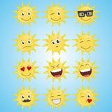 Een reeks van gele eenvoudige het glimlachen zon stock illustratie