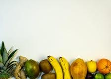 Een reeks van vruchten, fruit bij de bodem en beschikbare ruimte bij de bovenkant van de foto royalty-vrije stock afbeeldingen