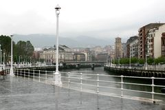 Een regenachtige dag in Bilbao, Spanje Stock Afbeelding