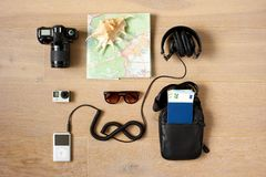 Een reizigers` s uitrusting royalty-vrije stock afbeelding