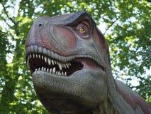 Een replica van T Rex in het dierlijke park van Pairi Daiza stock afbeelding