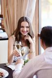 In een restaurant Royalty-vrije Stock Fotografie